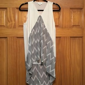 Umgee Hi-Low Blouse with Chevron Print Size Small